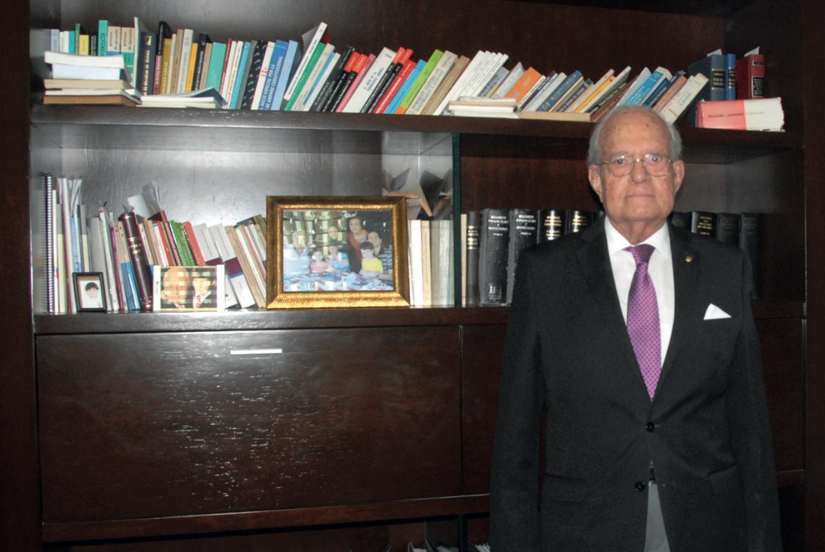 Dr. Enrique Valle Andrade